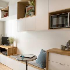 Aménagement d'un 2 pièces de 26 m2 à Paris: Salle à manger de style  par Aurélia Petitet