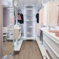 modern Dressing room by FingerHaus GmbH