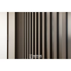 간살도어 vertical stripe design sliding door: WITHJIS(위드지스)의  드레스 룸