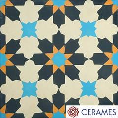 Urokliwa podłoga z płytek hiszpańskich w łazience: styl , w kategorii Łazienka zaprojektowany przez Cerames
