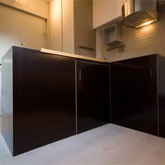 Existenzminimum: Cucinino in stile  di auge architetti