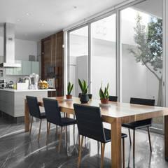 Casa Al Villa: Comedores de estilo  por TaAG Arquitectura