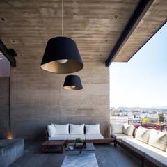 CASA CIMA: Terrazas de estilo  por Garza Maya Arquitectos, Moderno Concreto