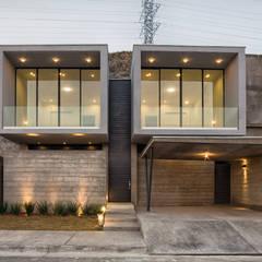 Casa Pedregal: Casas unifamiliares de estilo  por Garza Maya Arquitectos