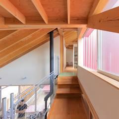 ハウス・カメオ: 千田建築設計が手掛けた廊下 & 玄関です。