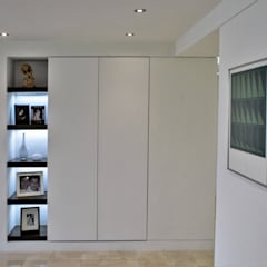 Apartamento en Chulavista: Salas / recibidores de estilo  por RRA Arquitectura, Minimalista Mármol