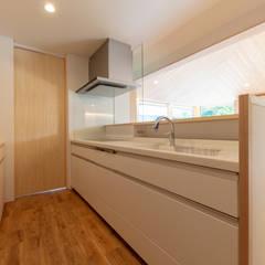 堀畑の家: 五藤久佳デザインオフィス有限会社が手掛けたシステムキッチンです。