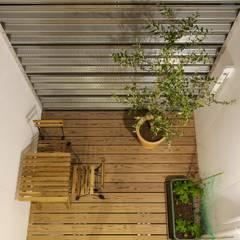 高道の家: 五藤久佳デザインオフィス有限会社が手掛けたベランダです。