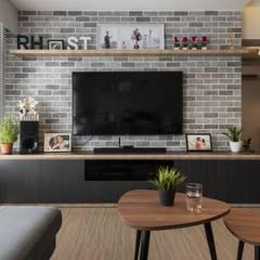 673B Yishun Ave 4 - Modern Scandinavian :  Living room by VOILÀ Pte Ltd