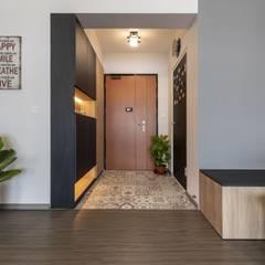 673B Yishun Ave 4 - Modern Scandinavian :  Corridor, hallway by VOILÀ Pte Ltd