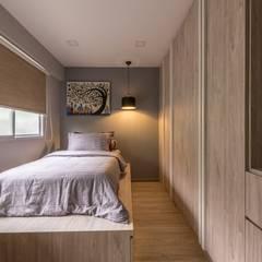 689A Choa Chu Kang - Modern Scandinavian : scandinavian Bedroom by VOILÀ Pte Ltd