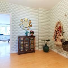 Möbliertes Appartement - Eingangsbereich NACHHER:  Flur & Diele von Tschangizian Home Staging & Redesign