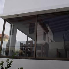 Ventanas de estilo  por Territorio Arquitectura y Construccion - La Serena