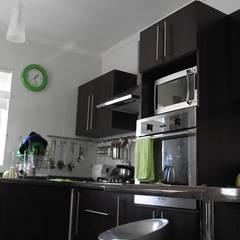 Cocinas a medida  de estilo  por Territorio Arquitectura y Construccion