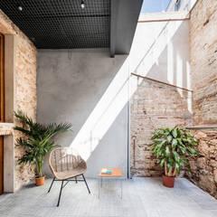 : Terrazas de estilo  de CRÜ studio