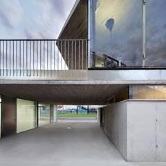 Estadios de estilo minimalista de Viceversa Arquitectura & Diseño Minimalista