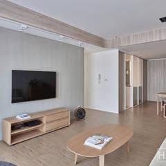 無印良品風格打造的居家環境:  客廳 by SECONDstudio