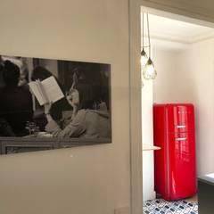 Entrée de la cuisine: Bureaux de style  par Thomas JENNY