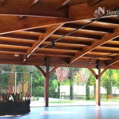 Cubierta en madera laminar curva: Salones de eventos de estilo  de NavarrOlivier