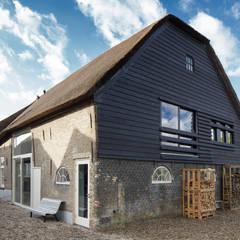 Woonboerderij: moderne Huizen door Richèl Lubbers Architecten
