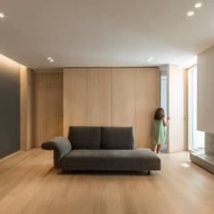 Affaccio sul mare: Ingresso & Corridoio in stile  di marco tassiello architetto