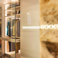 Divine Villa:  Dressing room by VB Design Studio