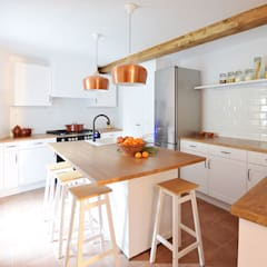 Built-in kitchens by METRIA