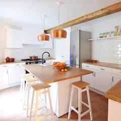 Cocinas integrales de estilo  por METRIA