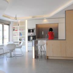 Cocina y comedor: Módulos de cocina de estilo  de Loft26
