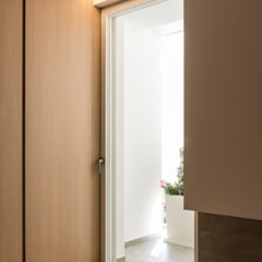 Wooden windows by marco tassiello architetto, Minimalist Wood Wood effect
