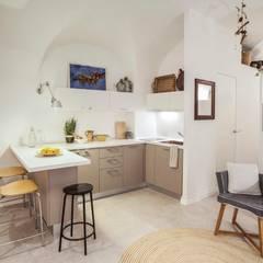 cucina: Cucinino in stile  di Costa Zanibelli associati