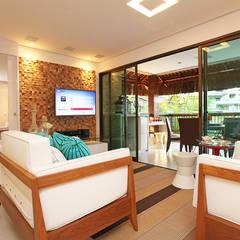 Apartamento: Salas de estar rústicas por RI Arquitetura