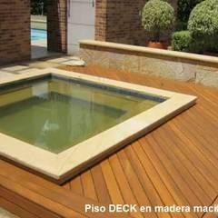 DECK EN TECA : Piscinas de estilo  por TECAS Y MADERAS DE COLOMBIA SAS,