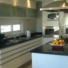 آشپزخانه توسطARQCONS Arquitectura & Construcción, مدرن