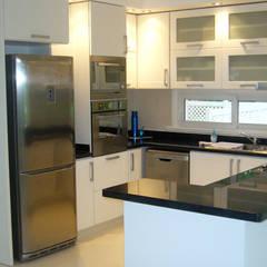 Cocinas de estilo  por ARQCONS Arquitectura & Construcción, Moderno