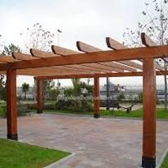 PERGOLAS EN AMDERA : Garajes de estilo  por TECAS Y MADERAS DE COLOMBIA SAS