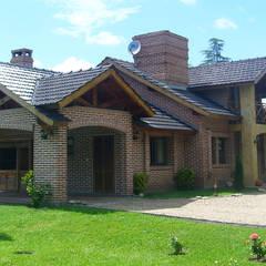 Huizen door ARQCONS Arquitectura & Construcción