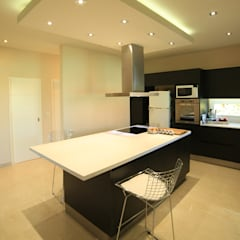 Casa Ayres Plaza: Cocinas de estilo  por ARQCONS Arquitectura & Construcción
