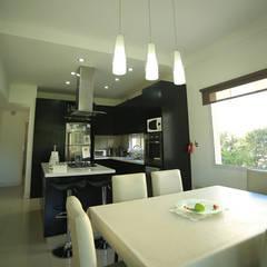 Casa Estancias del Pilar: Comedores de estilo  por ARQCONS Arquitectura & Construcción