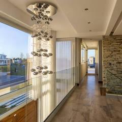 Casa Reserva Cardales: Pasillos y recibidores de estilo  por ARQCONS Arquitectura & Construcción