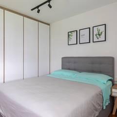 786 Yishun Ring Road:  Bedroom by VOILÀ Pte Ltd