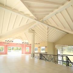 Emprendimiento Chateau Pilar: Pasillos y recibidores de estilo  por ARQCONS Arquitectura & Construcción