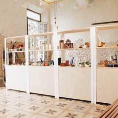 Offices & stores by Escaleno Taller de Diseño