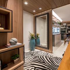 Corridor & hallway by Espaço do Traço arquitetura,