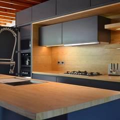 Cocinas equipadas de estilo  por Athalia cocinas y Carpinteria