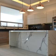 COCINA : Cocinas equipadas de estilo  por Athalia cocinas y Carpinteria