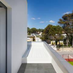 Acompanhamento Fotográfico  - Construção Moradia em Sistema Construção LSF ( 3ª e última fase): Telhados  por Pedro Brás - Fotógrafo de Interiores e Arquitectura | Hotelaria | Alojamento Local | Imobiliárias ,Moderno