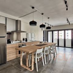 330 Sembawang Close :  Built-in kitchens by VOILÀ Pte Ltd,