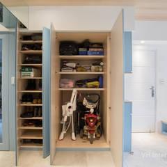 板橋施公館:  走廊 & 玄關 by VH INTERIOR DESIGN