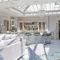 Twin roof lantern orangery homes a luxury kitchen:  Conservatory by Vale Garden Houses